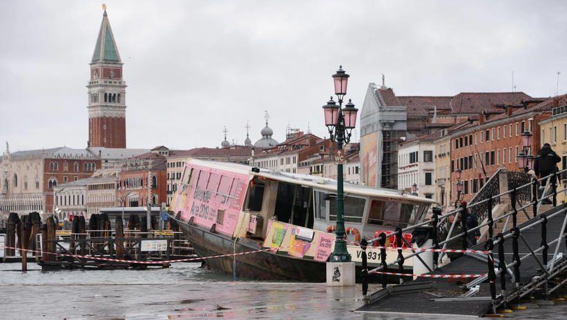 Dwie osoby nie żyją w zalanej Wenecji; szkody są ogromne