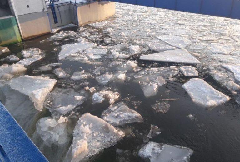 Trwa rozbijanie zatoru lodowego na Zbiorniku Włocławskim
