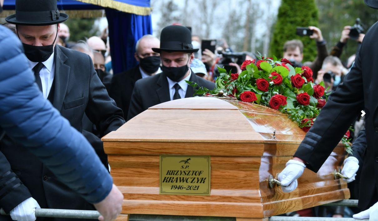 Ponad tysiąc osób na pogrzebie Krzysztofa Krawczyka w podłódzkich Grotnikach