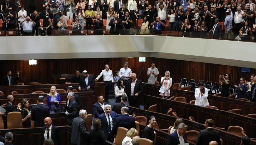 Izrael. Nowy rząd zatwierdzony dzięki chorej posłance, która głosowała na leżąco
